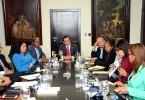 comisiones-ofrecen-detalles-escuelas-a-navarro