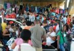 Personas comprando en Mercado de Pulgas