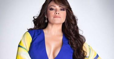 Angelica Celaya encarnando a Jenni Rivera