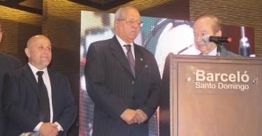 Javier Noguera, Rodolfo Espinal y Ellis Pérez durante la ceremonia de reconocimiento...