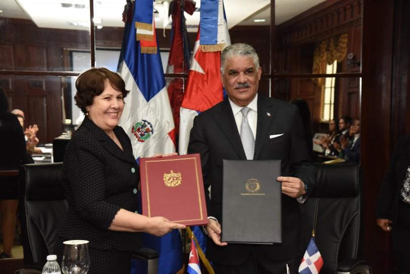 Canciller y embajadora de Cuba