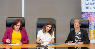 Janet Camilo, ministra de la Mujer, Juana Barcelo, presidenta Barrick Pueblo Viejo, Inka Mattila representante del PNUD