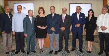 Representantes de Adompretur y de las instituciones auspiciadoras del Galardón Luis Augusto Caminero