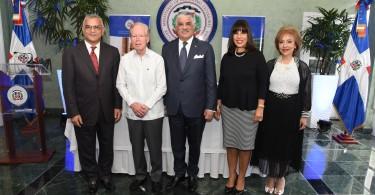 Foto canciller y jurado premio ODR