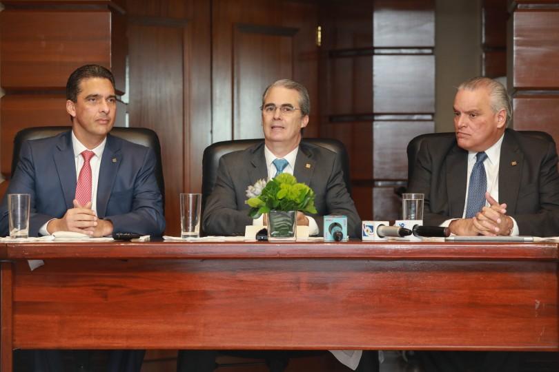 BPD_2652 De izquierda a derecha, los señores Francisco Ramírez, René Grullón y Luis Espínola.