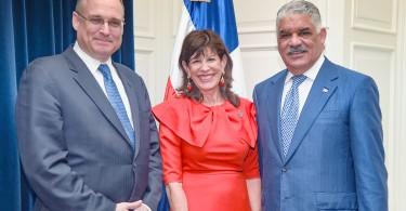 Foto del canciller Vargas y subsecretario Tesoro