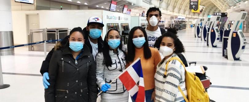 Dominicanos que regresaron de Canadá