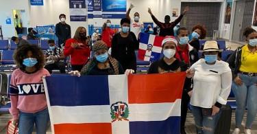 Foto parte dominicanos retornaron este domingo
